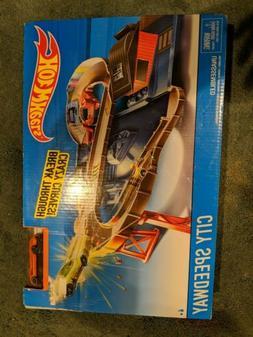 NEW Hot Wheels City Speedway Trackset + Nitrobot Attack 5 Pa