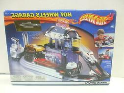 Hot Wheels Garage 2002 Version with Exclusive Decorated Car