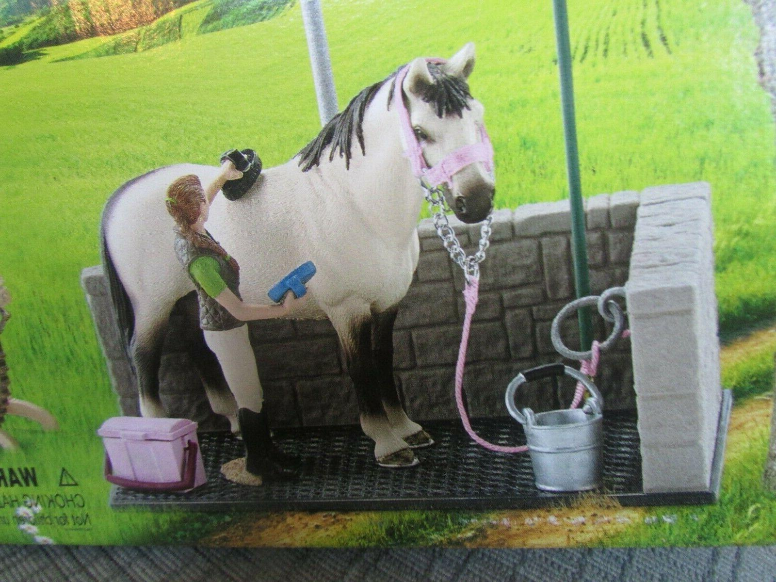 Schleich Club #42104 Wash Area Stallion Groom Saddle