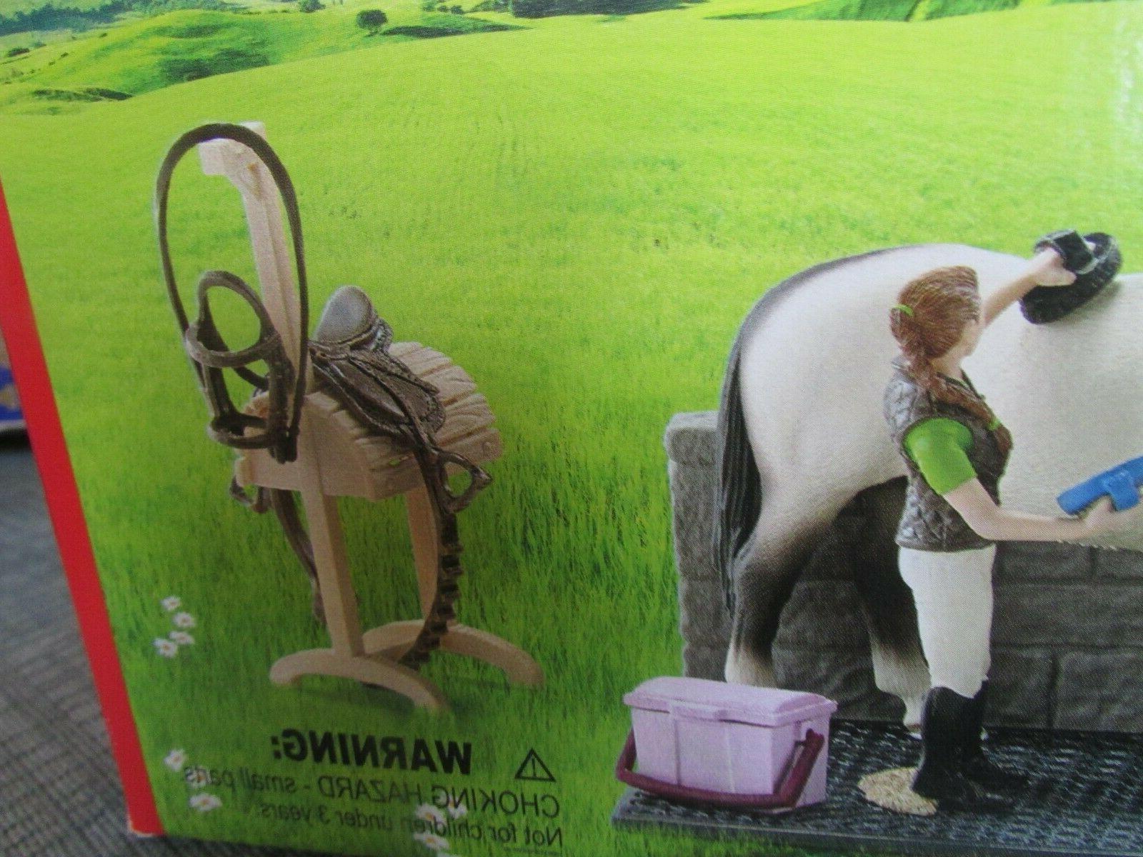 Schleich Horse Club Wash Hanoverian Groom Saddle