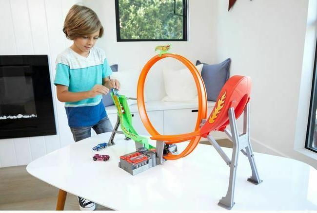 Kids Hot Wheels Shift Loop Track Race Vehicles Set